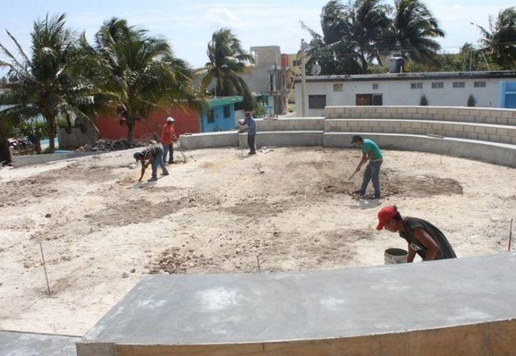 Continúan rehabilitando el parque de la colonia Miraflores. (Cortesía/SIPSE)