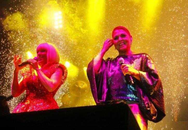 Yuri y Lupita D'alessio llevaron a los presentes a un recorrido musical que incluyó 20 canciones. (Milenio Novedades)