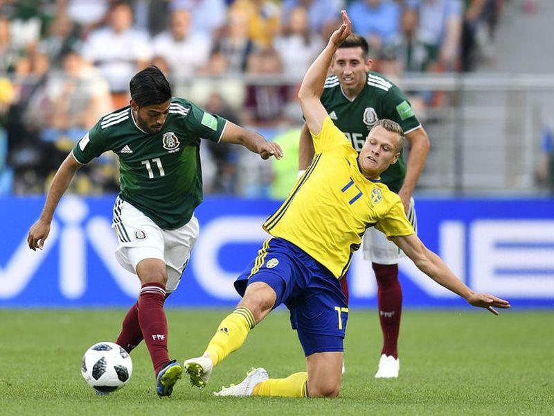 México enfrentará en octavos de final a Brasil, al que no le ha anotado en cuatro Mundiales (Foto: AP)