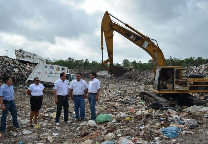Las autoridades supervisaron la construcción de nuevas celdas en el basurero. (Cortesía/SIPSE)