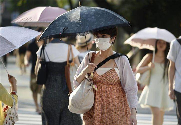 4 mil 757 personas fueron trasladadas a hospitales sólo entre el sábado y el domingo, por golpes de calor o deshidratación, tras una fuerte ola de calor que ha afectado a Japón en las últimas semanas. (EFE)