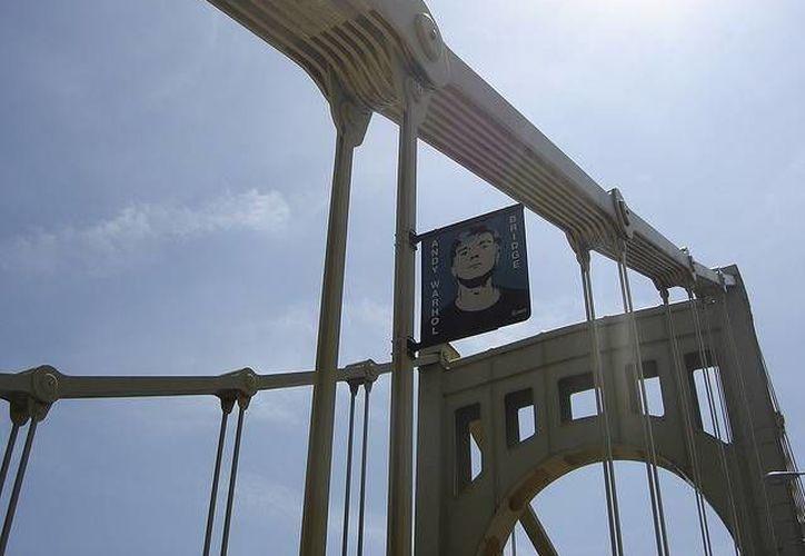 Este es el puente dedicado al artista Andy Warhol. (flickr.com/Archivo)