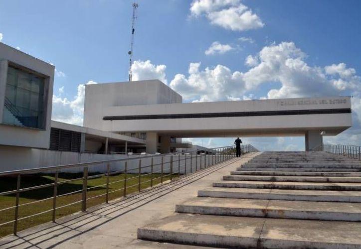 El gobernador Rolando Zapata Bello inaugura este martes el Laboratorio de Inteligencia Pericial y entrega armamento a la Fiscalía General del Estado. (SIPSE)