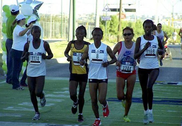 Atletas de nacionalidad keniana han dominado los eventos. (Ángel Mazariego/SIPSE)