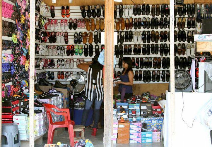 El período vacacional ha dejado activación comercial en el poblado. (Octavio Martínez/SIPSE)
