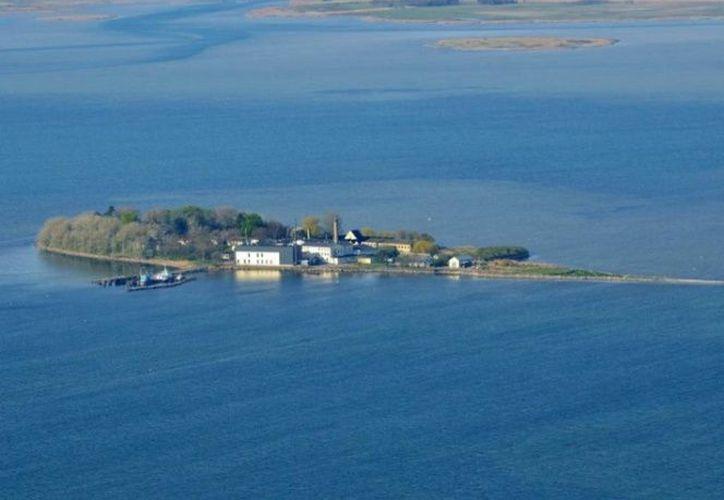 La isla de acceso remoto haría entender a los migrantes con solicitudes rechazadas y criminales, que no son bienvenidos en el país nórdico. (Excélsior)
