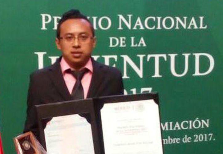 El galardonado maestro yucateco, Gilberto René Tun Balam. (Foto: Milenio Novedades)