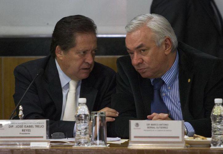 La oposición sistemática del PRI a las grandes reformas también fue causa de que los expresidentes no pudieran impulsarlas, señala José Isabel Trejo (i), coordinador del PAN en la Cámara de Diputados. (Notimex/Foto de archivo)