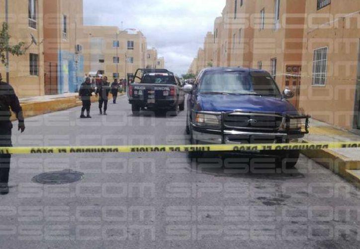 El área fue acordonada por los elementos policíacos. (Orville Peralta/ SIPSE)