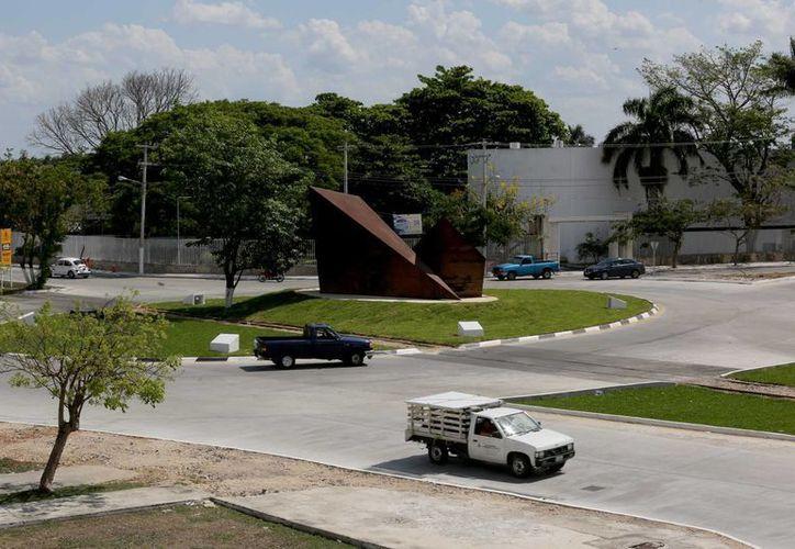 La nueva glorieta en la calle 60 Norte con avenida Champagnat, en el norte de Mérida. (SIPSE)