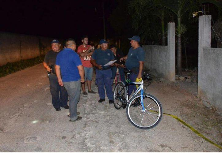 Silvia N. denunció el robo de su bicicleta que minutos antes había dejado estacionada frente a su domicilio. (Tony Blanco/SIPSE)
