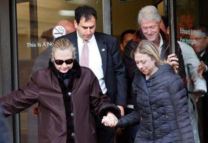 En breve los Clinton serán abuelos. Su hija única anunció este jueves que está embarazada. (furinsider.com)