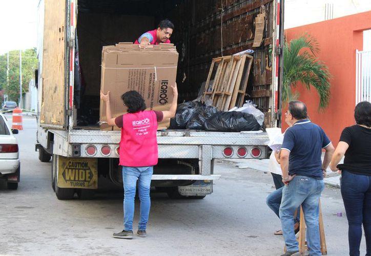 Se descargó ayer el material electoral en Playa del Carmen. (Adrián Barreto/SIPSE)