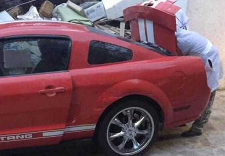 El Mustang rojo robado a una de las víctimas  fue encontrado el mismo 31 de julio, día del crimen. (noticiasnet.mx)