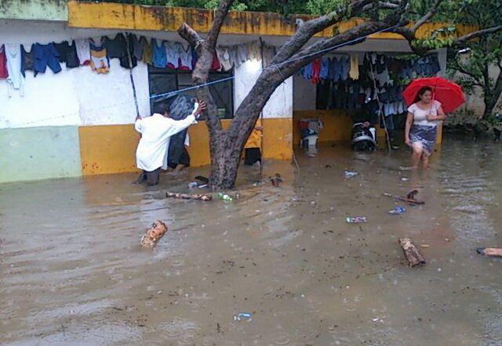 Diversas comunidades del oriente y sur resultaron afectadas por las lluvias, las cuales hoy continuarán, según los pronósticos. Imagen de la población afectada de Tizimín. (SIPSE)