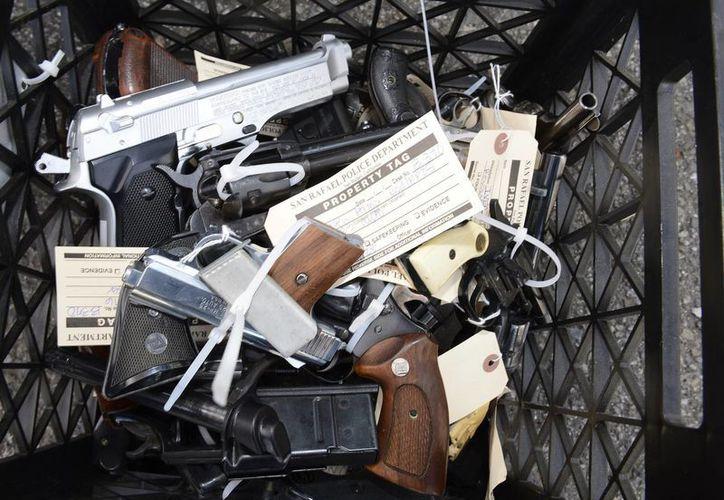 La muerte del instructor de tiro Charles Vacca desató un debate sobre la edad mínima para permitir la manipulación de armas de fuego. (EFE)