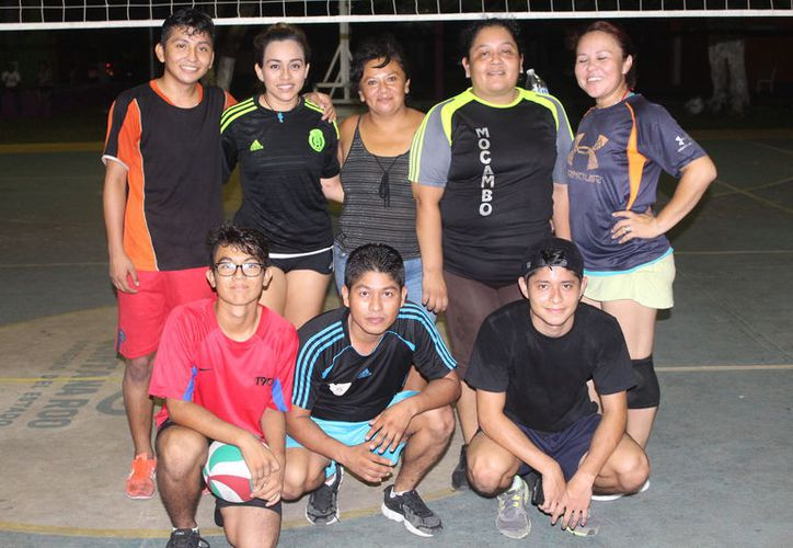 Los Amigos vencieron en la final a Autoservicio Rocha, en el domo deportivo del parque Aarón Merino Fernández. (Miguel Maldonado/SIPSE)