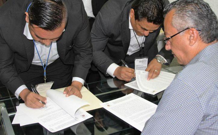Presentan demanda de juicio político contra el titular de la Comisión de Derechos Humanos en Quintana Roo,  Harley Sosa Guillén. (Carlos Horta/SIPSE)