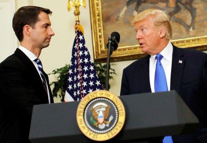 El Senador (izquierda) es uno de los aliados más firmes de Donald Trump contra la migración. (Carlos Barria/REUTERS)