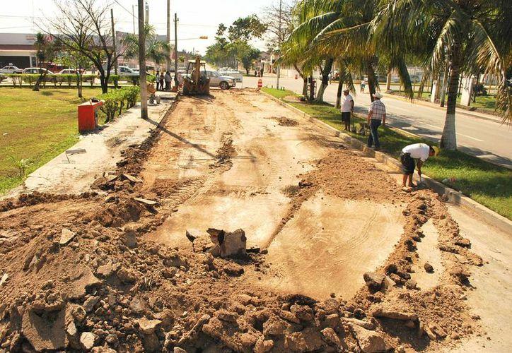 Los trabajos de bacheo iniciaron desde el pasado sábado en la avenida Constituyentes. (Cortesía/SIPSE)