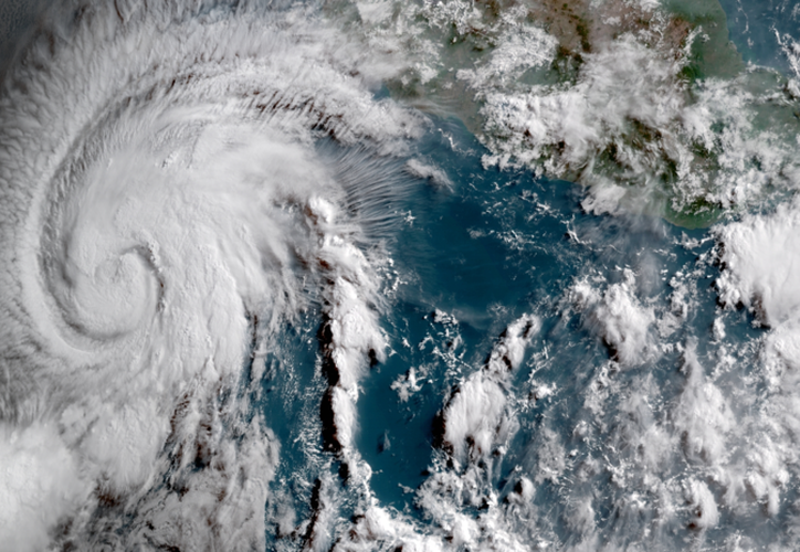 El Servicio Meteorológico Nacional de México informó que 'Aletta' alcanza vientos sostenidos de hasta 120 kilómetros por hora. (RT)