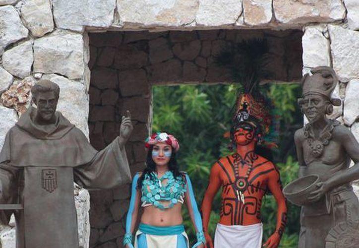 Los 30 actores que participarán en el 'Atardecer Maya' actualmente afinan los últimos detalles para la presentación. (Gustavo Villegas/SIPSE)