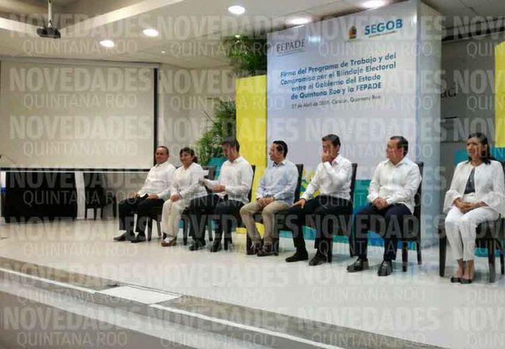 Ayer se llevó a cabo la firma del blindaje del proceso electoral 2018. (Claudia Olavarría/SIPSE)