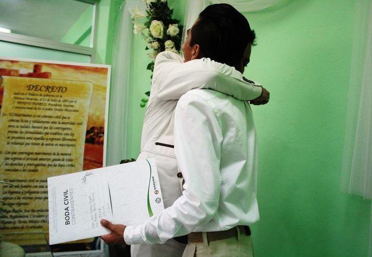 Desde que se aprobaron los enlaces homosexuales, los hombres son de los menos aventados para casarse. (Octavio Martínez/SIPSE)
