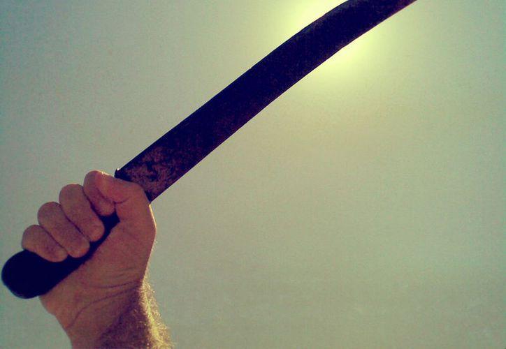 El agresor lesionó con el machete el brazo izquierdo de su padre en Playa del Carmen. (Foto: Contexto)