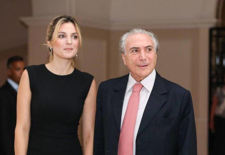 Marcela Temer, esposa del vicepresidente de Brasil, Michel Temer, fue calificada por la revista Veja como 'Bella, recatada y hogareña'. (osul.com.br)