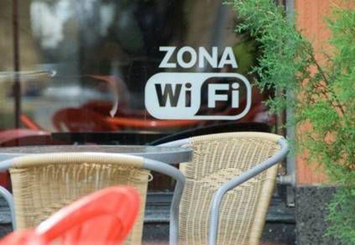 La solución más simple para vaciar de intrusos y extraños tu internet inalámbrico es cambiar el password. (Contexto/ Getty Images)