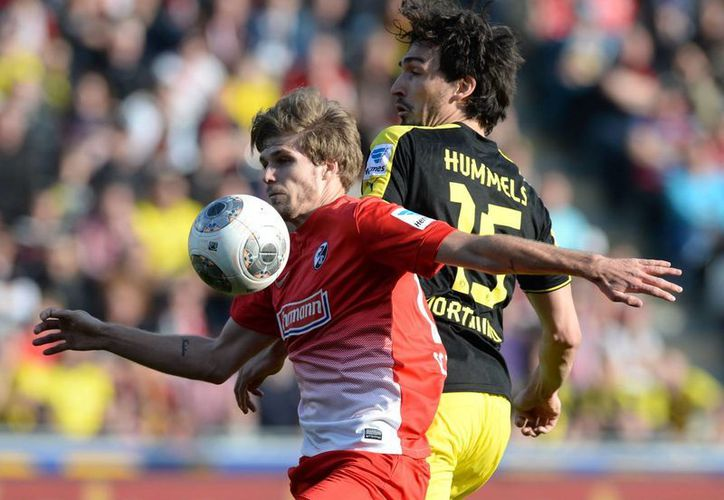 Tras vencer al Friburgo, el Dortmund quedó de nuevo a 20 puntos del líder de la Bundesliga, el Bayern Munich. (Agencias)