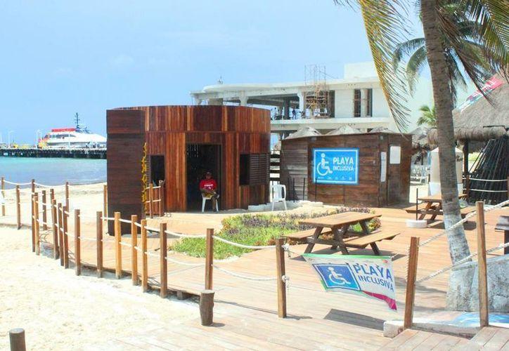 Las playas inclusivas tienen áreas para personas que padecen alguna discapacidad. (Daniel Pacheco/SIPSE)