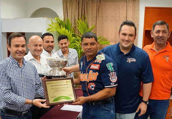 Los Tigresde Quintana Roo recibieron el reconocimiento. (Redacción/SIPSE)