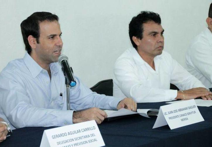 Empresarios yucatecos buscan hacer negocios en la isla caribeña con la apertura comercial.  En la foto, el presidente de la Canacome, Juan José Abraham Dáguer (i). (Milenio Novedades)