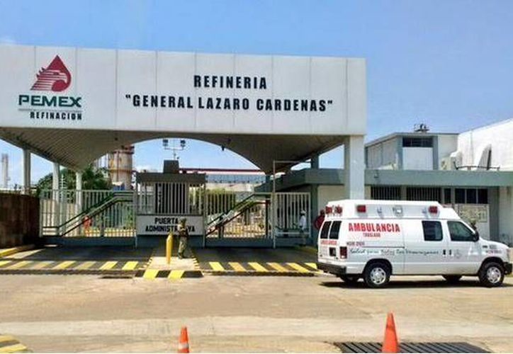 Pemex reportó que a pesar del incidente, la refinería 'Lázaro Cárdenas' opera con normalidad. (Twitter.com/@SP_Veracruz)