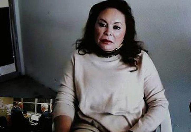 El abogado dijo que a más tardar el 10 de marzo el tribunal debe resolver la prisión domiciliaria de Elba Esther Gordillo. Imagen de contexto de la exlíder del SNTE durante una comparecencia. (Archivo/Agencias)