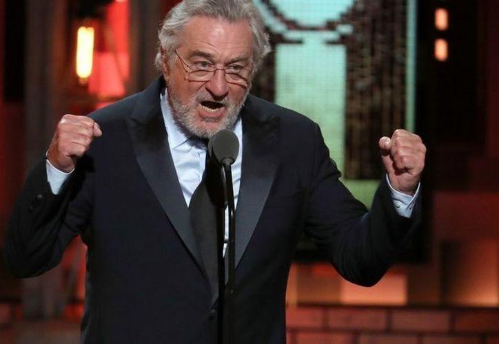 En medio del escenario para presentar la actuación de Bruce Springsteen, De Niro reiteró su desprecio a Donald Trump. (Foto: AP)