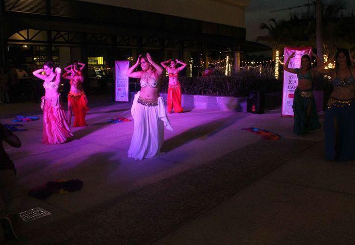 Se llevaron a cabo conferencias y mucho baile a cargo de algunas academias de danza. (Faride Cetina/SIPSE)