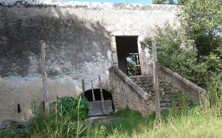 Antiguas escaleras de un rancho en Buctzotz, que fueron mudos testigos de la presencia de un misterioso hombre. (Fotos: Jorge Moreno/SIPSE)