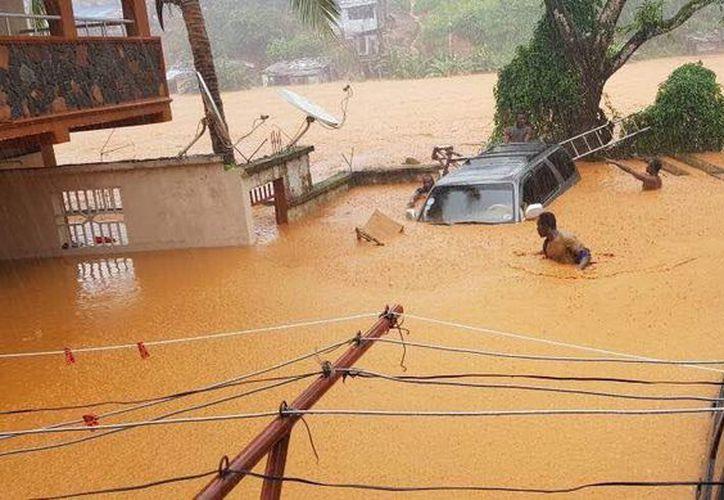"""""""Es muy probable que cientos de personas sigan sepultadas bajo el fango"""". (RT)"""