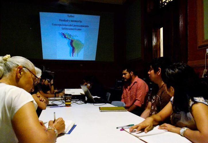 El antropólogo Cristóbal León Campos imparte desde este jueves un taller literario sobre el pensamiento latinoamericano. (Daniel Sandoval/SIPSE)
