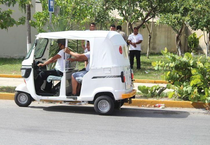 En Villas del Sol mantienen un operativo de detección con 10 inspectores. (Octavio Martínez/SIPSE)