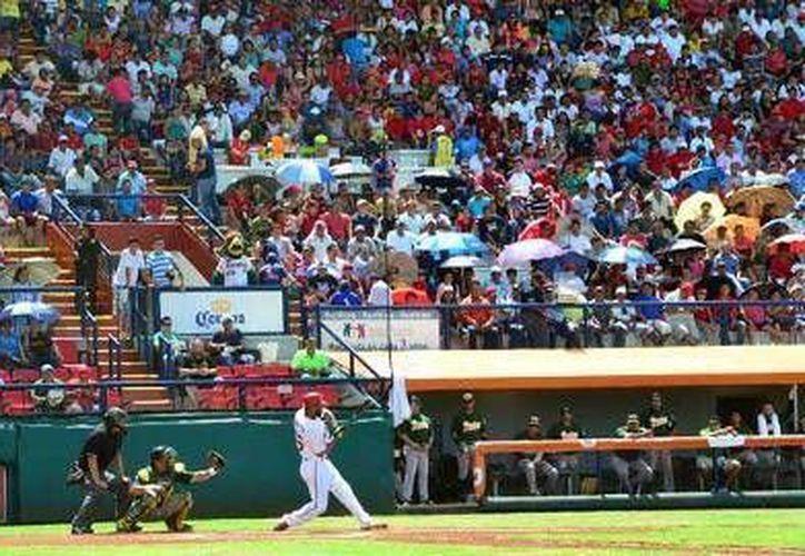 Ante aproximadamente siete mil personas, en el estadio Nelson Barrera de la ciudad de Campeche, los Piratas vencieron 3-2 a Puebla tras suspensión del partido anoche por lluvia. (www.milb.com)