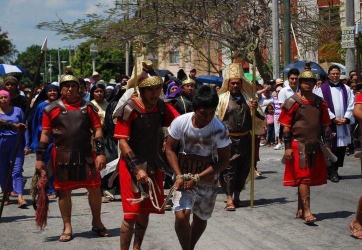 Actividades del Viacrucis realizado en la mañana en La Catedral. (Tomás Álvarez/SIPSE)