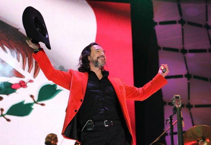 Marco Antonio Solís ha colocado muchos temas en el número 1 de la lista de éxitos latinos de Billboard. (facebook.com/marcoantoniosolis)