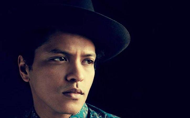 Bruno Mars estrenará la primera canción de su nuevo álbum llamado 'XXIVk', el cual será lanzado en las próximas semanas.(EFE)