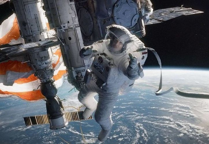 """Sandra Bulloc aterriza y da credibilidad a """"Gravity"""", de Alfonso Cuarón. (Facebook oficial)"""