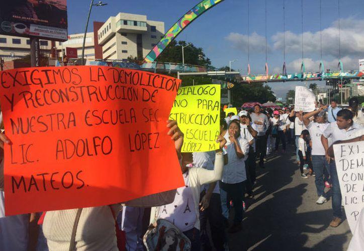 Marchas y protestas de familias y alumnos en Chiapas. (Foto: Proceso)