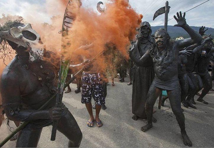 Paraty es una ciudad colonial de Brasil famosa debido al desfile carnavalesco del Bloco da Lama (comparsa del barro) que tiene por ingrediente básico el lodo negro del manglar de la playa de Jabaquara. (laprensa.com.ni)
